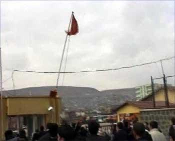 Hainlerin elleri Türk Bayrağına uzandı