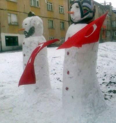 Hem türbanlı hem takkeli kardan aile
