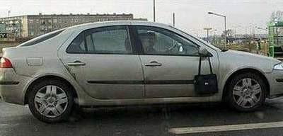 Bu kadın sürücü gülmekten kırıp geçirecek