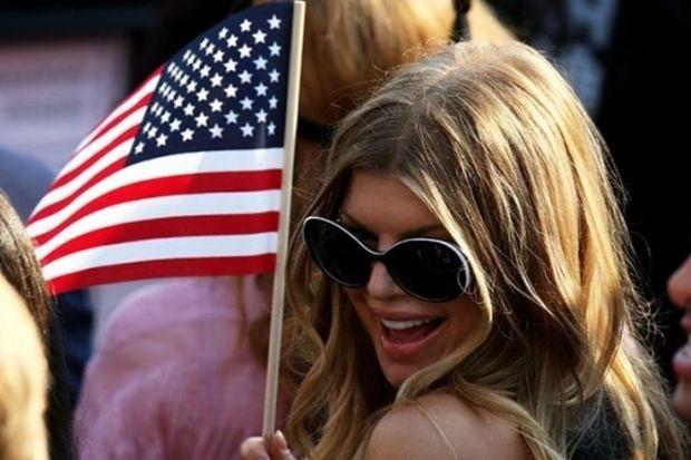 Amerikan bayraklı dilberler