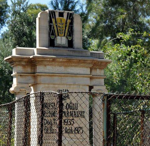 Bir değişik mezarlık