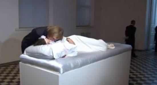 Onu öpen evleniyor