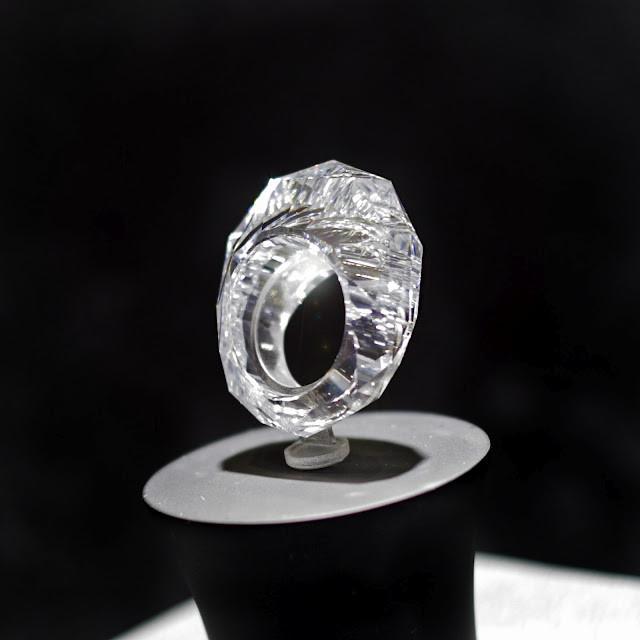 Dünyanın, tamamı pırlanta ilk yüzüğü