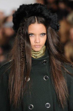 Bu sezon saçlarda asi örgüler moda