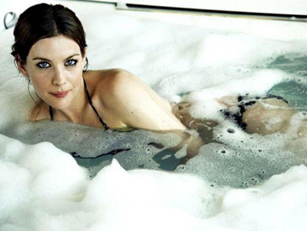 Ünlülerin banyo pozları !