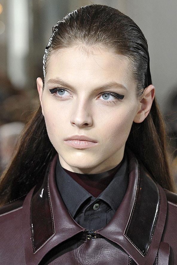 Mükemmel görünümlü şık düz saç modelleri