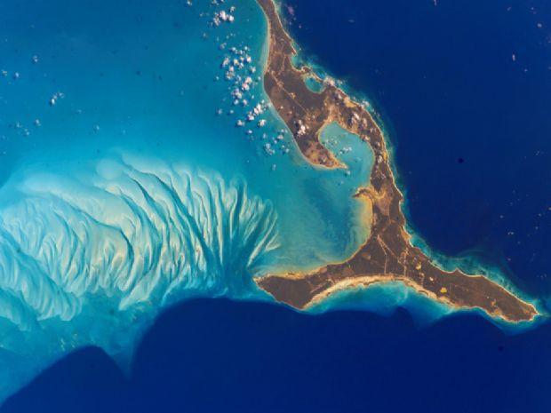 Okyanusu 3 renke ayıran Eleuthera adası