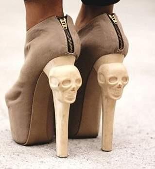Topuklu ayakkabılar ayağınıza böyle zarar veriyor !