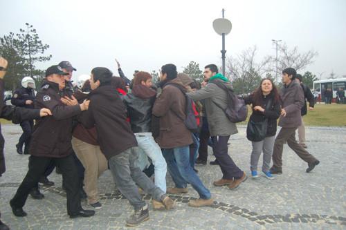 Üniversitelilere 18er ay ceza