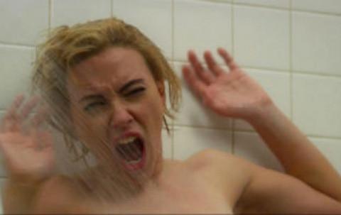 Scarlett Johansson duşa girdi