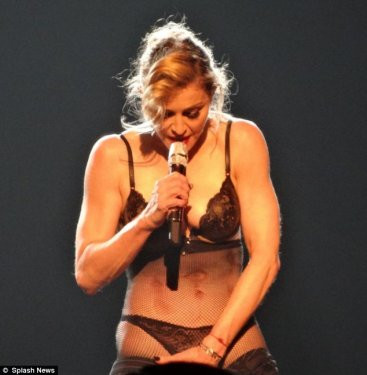 Madonna Talibanı protesto etti