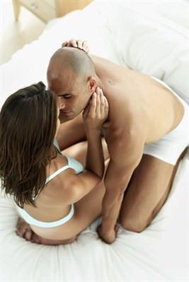 Kel erkekler yatakta daha mı başarılı?