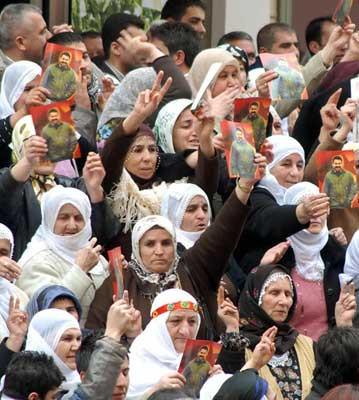 DTP Diyarbakırda olay çıkardı