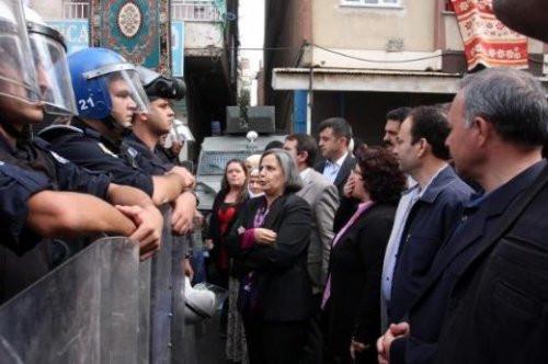 Diyarbakırda BDPler bayrak nöbetinde