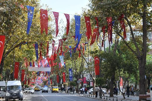 Bağdat Caddesinde bayrak gerginliği