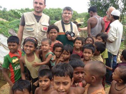 İHH Arakan mülteci kamplarına girdi