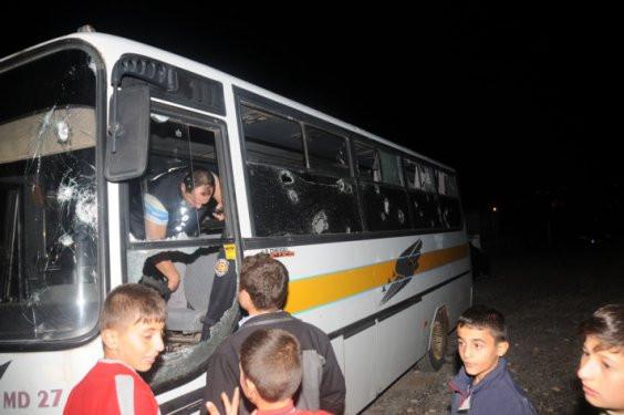 Suriyeli mülteciler polisi taşladı