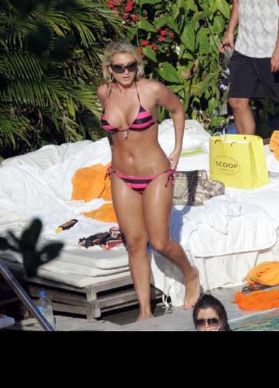 Brooke Hogan plajda şov yaptı