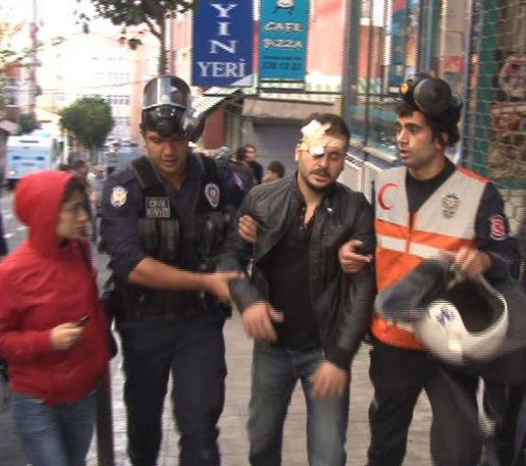 Göstericileri linçten polis kurtardı