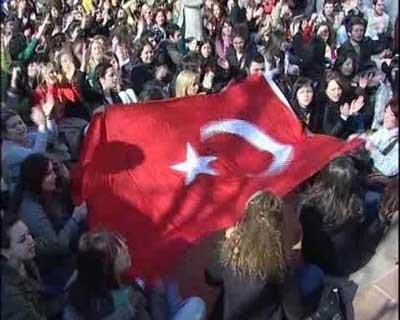 İstanbul Aydın Üniversitesinde türban protestosu