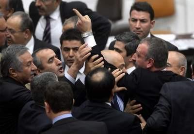 Mecliste namus kavgası