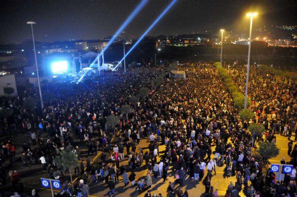 5 bin kişiye konser verdi