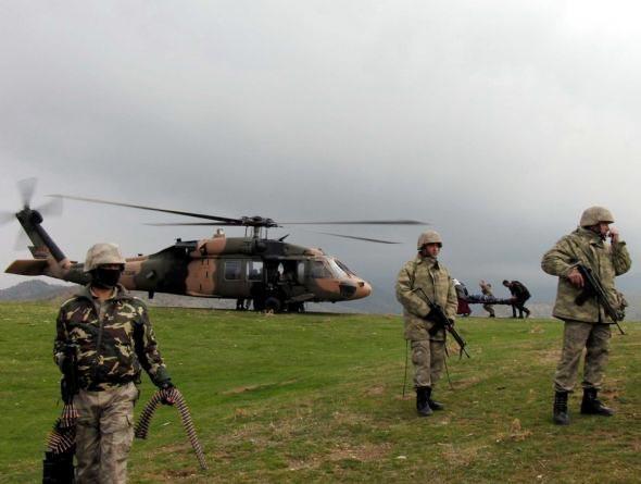 Asker öldürülen PKKlıları böyle taşıdı