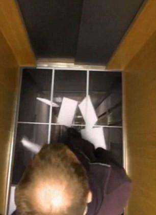 Asansörde korku dolu anlar