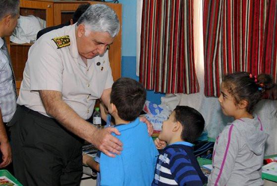 Necdet Özelden Türk okuluna ziyaret