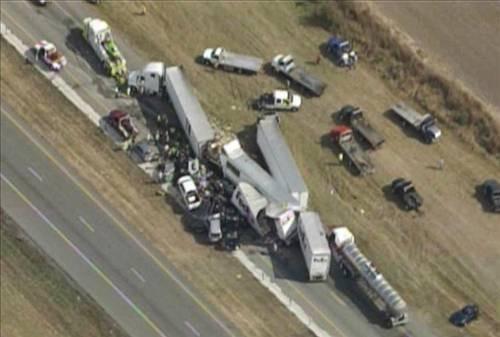 Texasta 140 araç birbirine girdi!