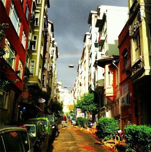 İstanbulu gökkuşağı sardı