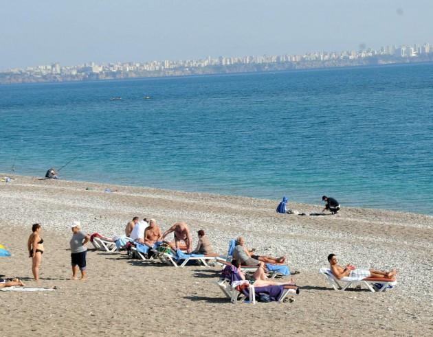 Hakkaride kar, Antalyada deniz keyfi