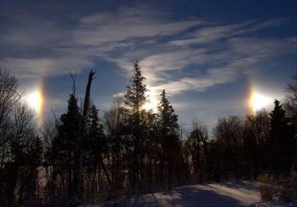 Gökyüzünde beliren 3 güneş şaşırttı