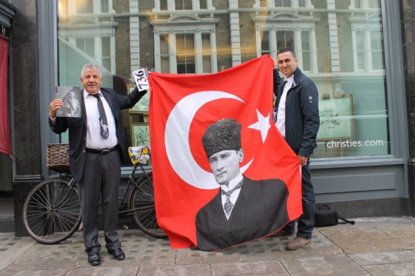 Atatürk için üretilen tabanca Türkiyeye giremiyor