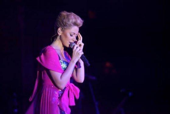 Hadise Kıbrıs konserinde coştu
