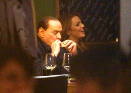 Berlusconi nişanlandığını açıkladı