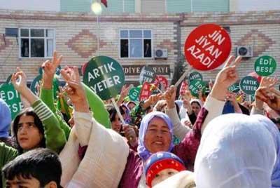 Şanlıurfada abla Öcalan ile eylem!