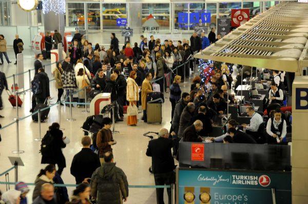 Atatürk Havalimanında yılbaşı yoğunluğu