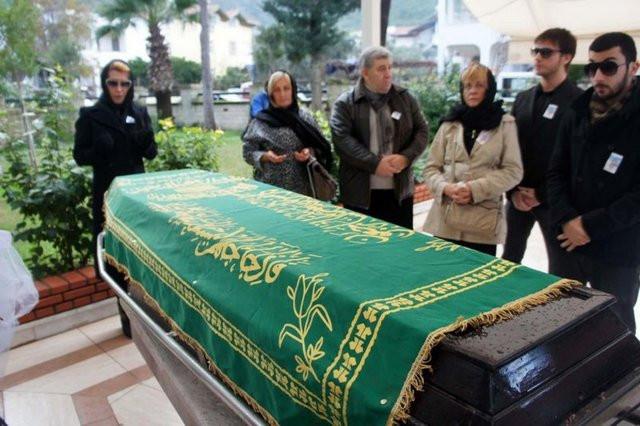 Hande Yener babasını kaybetti