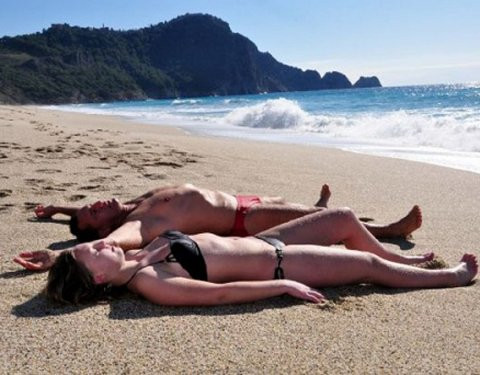 Antalya plajları turistlere kaldı