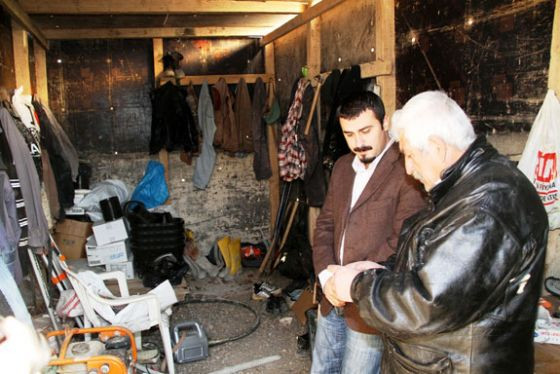 Kılıçdaroğlunun kardeşi İzmirde bekçi!