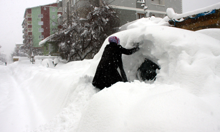 Türkiye karın içinde kayboldu
