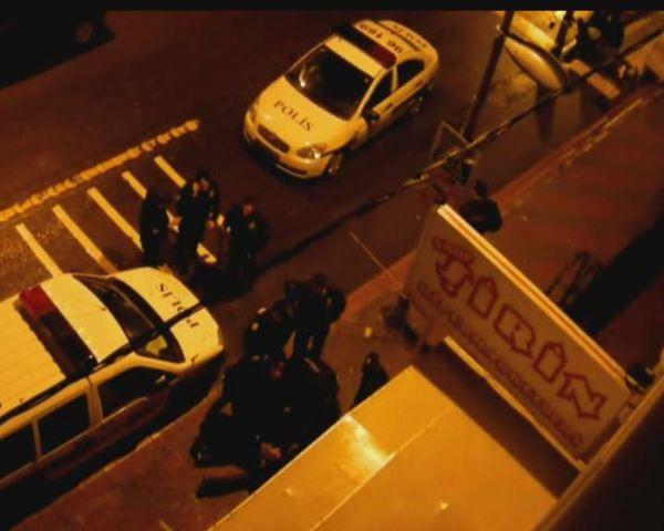 Hırsızlar polislere saldırdı!