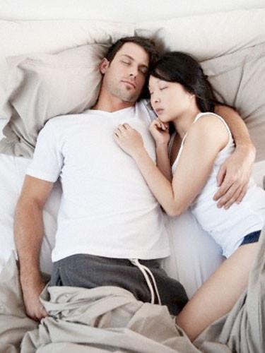 Uyku pozisyonu ilişkiyi yansıtıyor