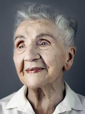 Alman fotoğrafçı 100 yaşını aşanları fotoğrafladı