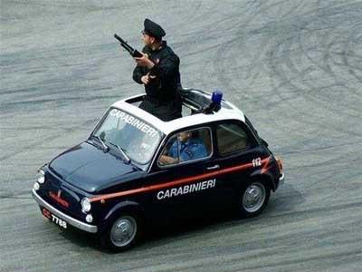 İşte dünyadan komik polis manzaraları !