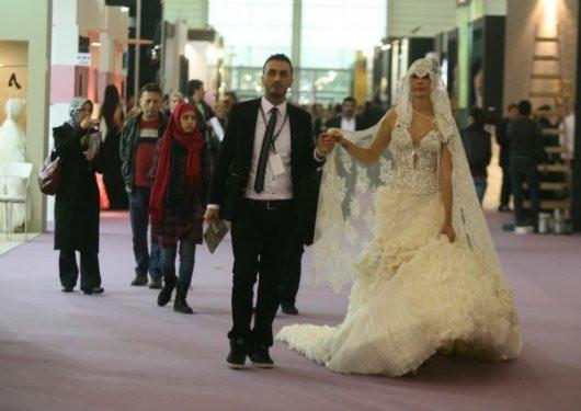 İzmirde Araplara özel gelinlik defilesi