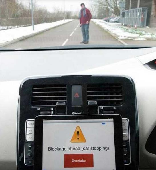 Bu otomobli bir iPad sürüyor