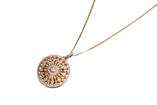 Janna Diamond'dan şanslı bir sene için 'Saat-kolyeler'