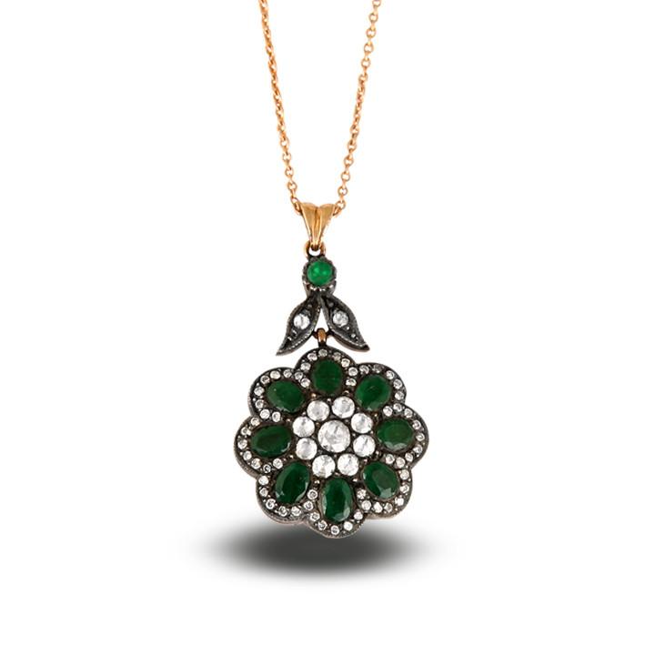 Kadınların güzelliği elmaslarla parlıyor